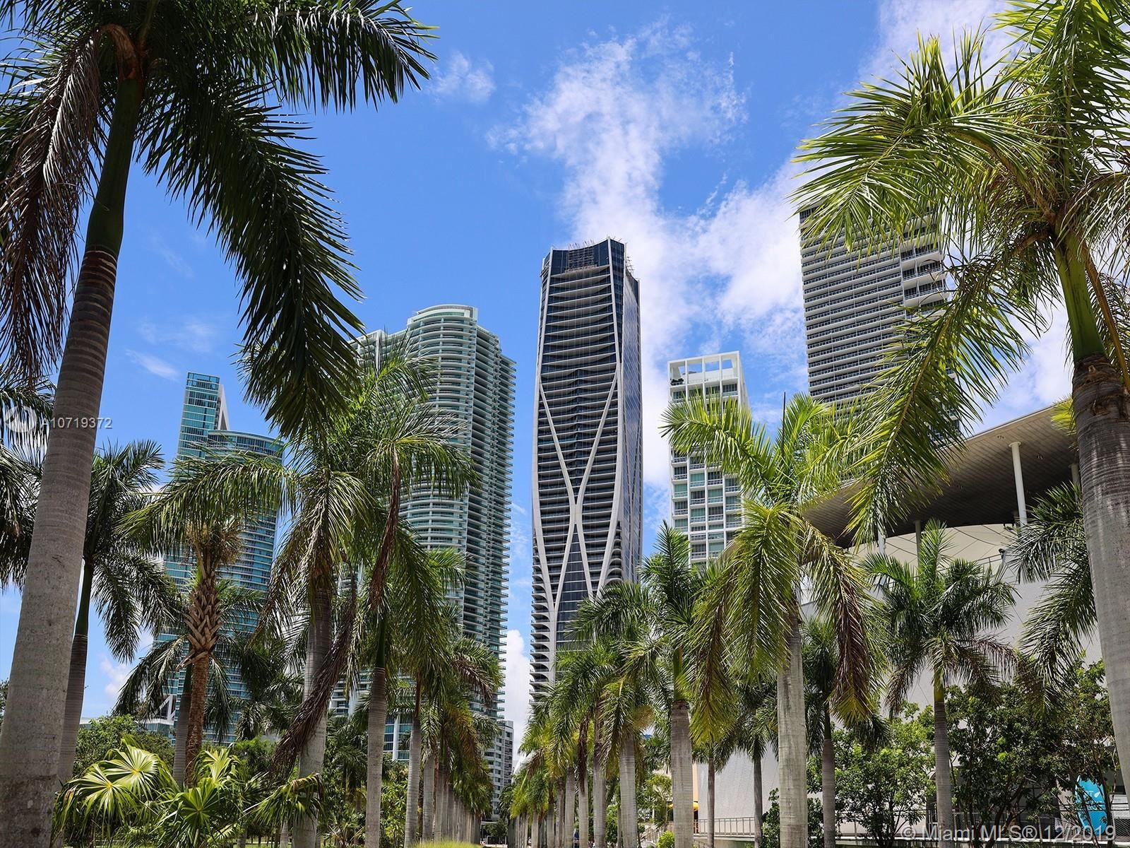 Photo 3 of Listing MLS a10719372 in 1000 Biscayne Blvd #5901 Miami FL 33132