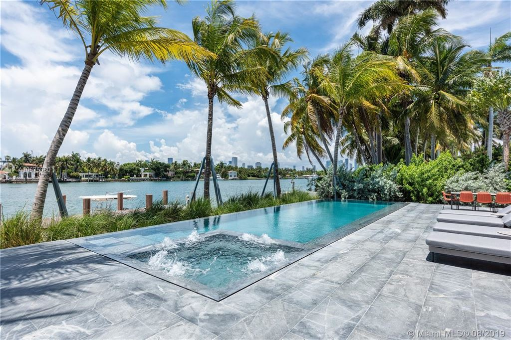 Photo 2 of Listing MLS a10675380 in 38 S Hibiscus Dr Miami Beach FL 33139