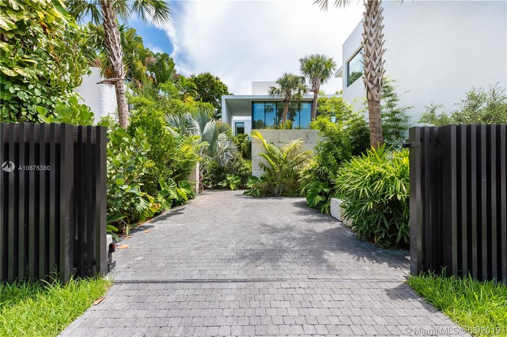 Photo 4 of Listing MLS a10675380 in 38 S Hibiscus Dr Miami Beach FL 33139
