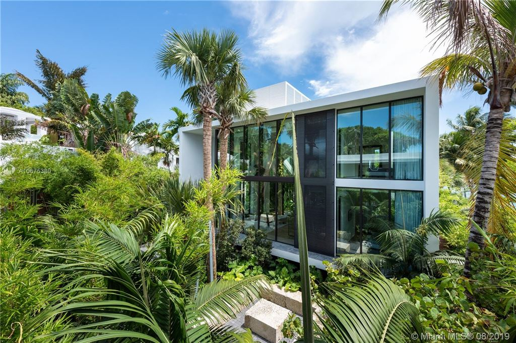 Photo 6 of Listing MLS a10675380 in 38 S Hibiscus Dr Miami Beach FL 33139