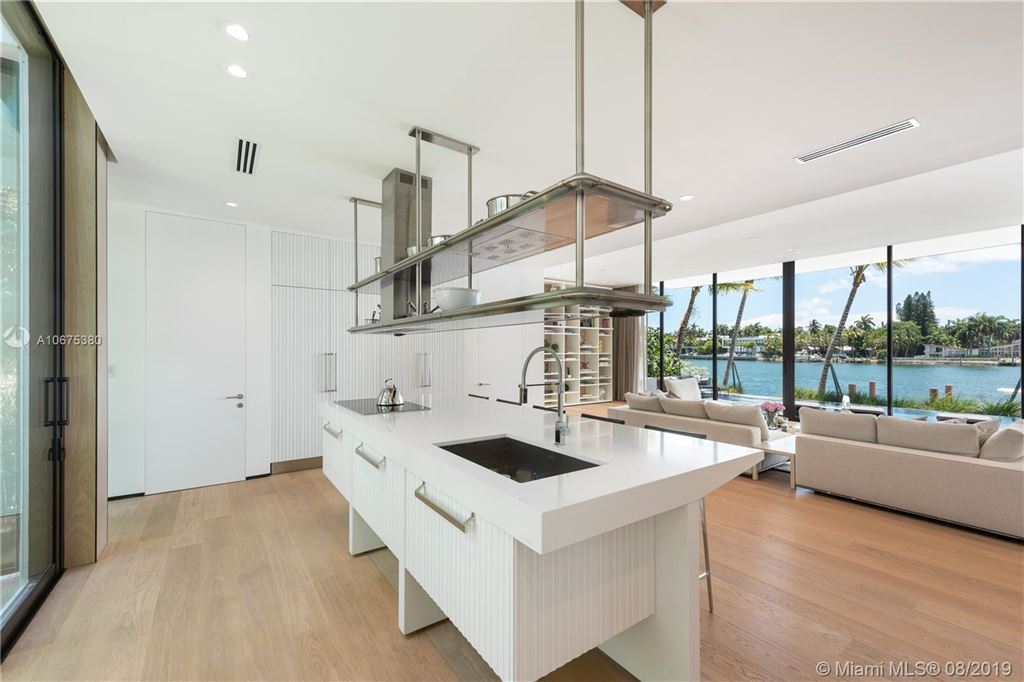Photo 16 of Listing MLS a10675380 in 38 S Hibiscus Dr Miami Beach FL 33139