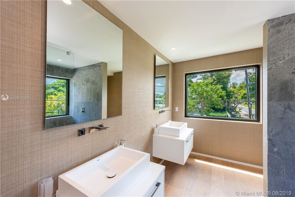 Photo 32 of Listing MLS a10675380 in 38 S Hibiscus Dr Miami Beach FL 33139