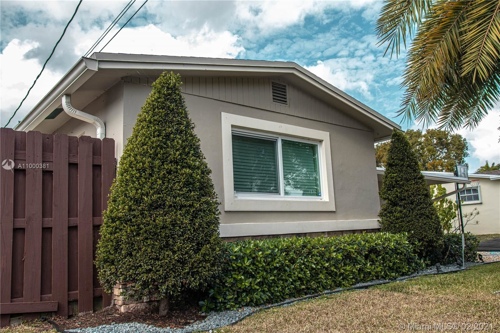 Photo of 5281 SW 95th Ave, Cooper City, FL 33328 (MLS # A11000381)