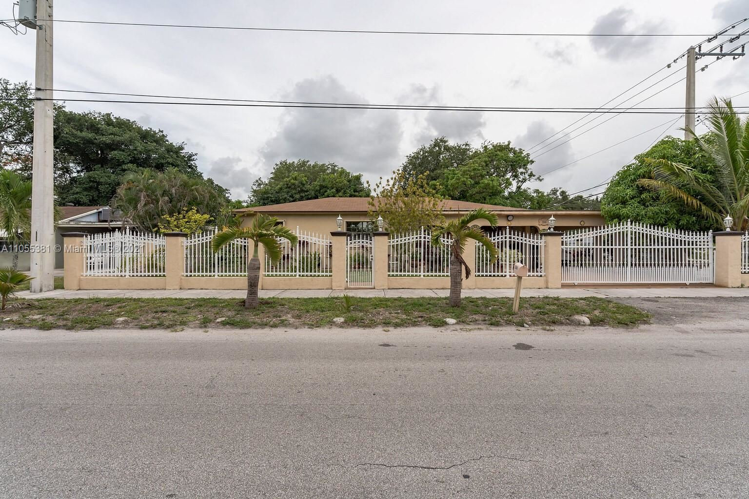 2046 NW 92nd St, Miami, FL 33147 - #: A11055381