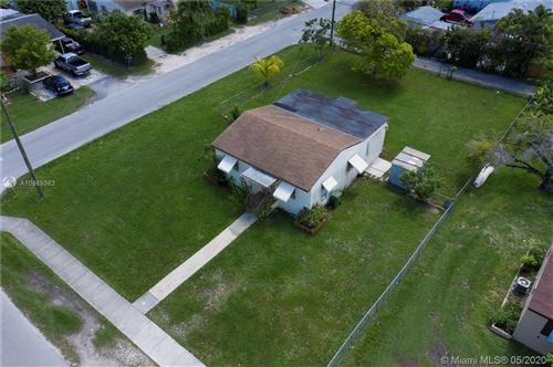 Foto de inmueble con direccion 406 NW 5th Ave Homestead FL 33030 con MLS A10865383