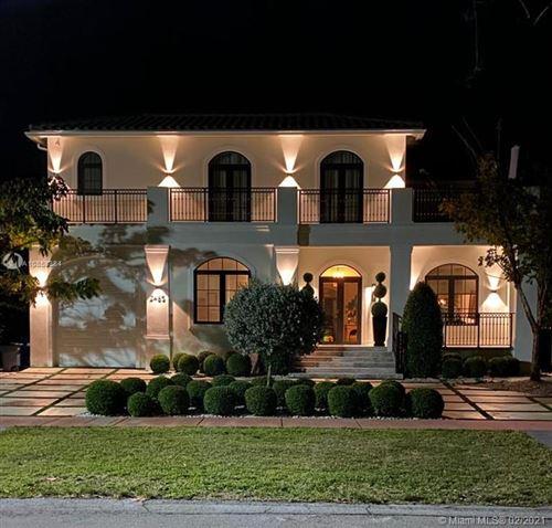 Foto de inmueble con direccion 2485 Meridian Ave Miami Beach FL 33140 con MLS A10858384