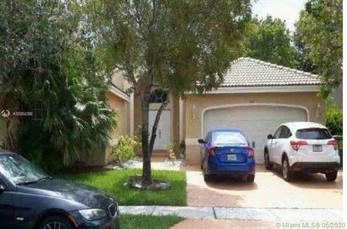 Photo of 642 SW 200th Ter, Pembroke Pines, FL 33029 (MLS # A10864386)