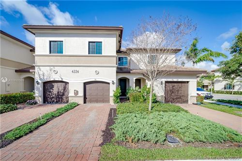 Photo of Listing MLS a10820389 in 4224 N Dixie Hwy #91 Oakland Park FL 33334