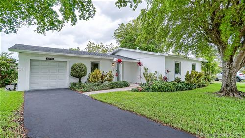Photo of Listing MLS a10852391 in 12921 SW 81st St Kendall FL 33183