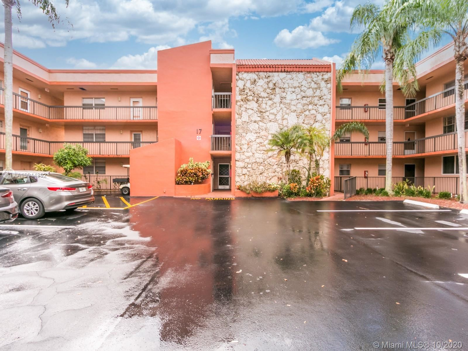 3060 Holiday Springs Blvd #305, Margate, FL 33063 - #: A10944392