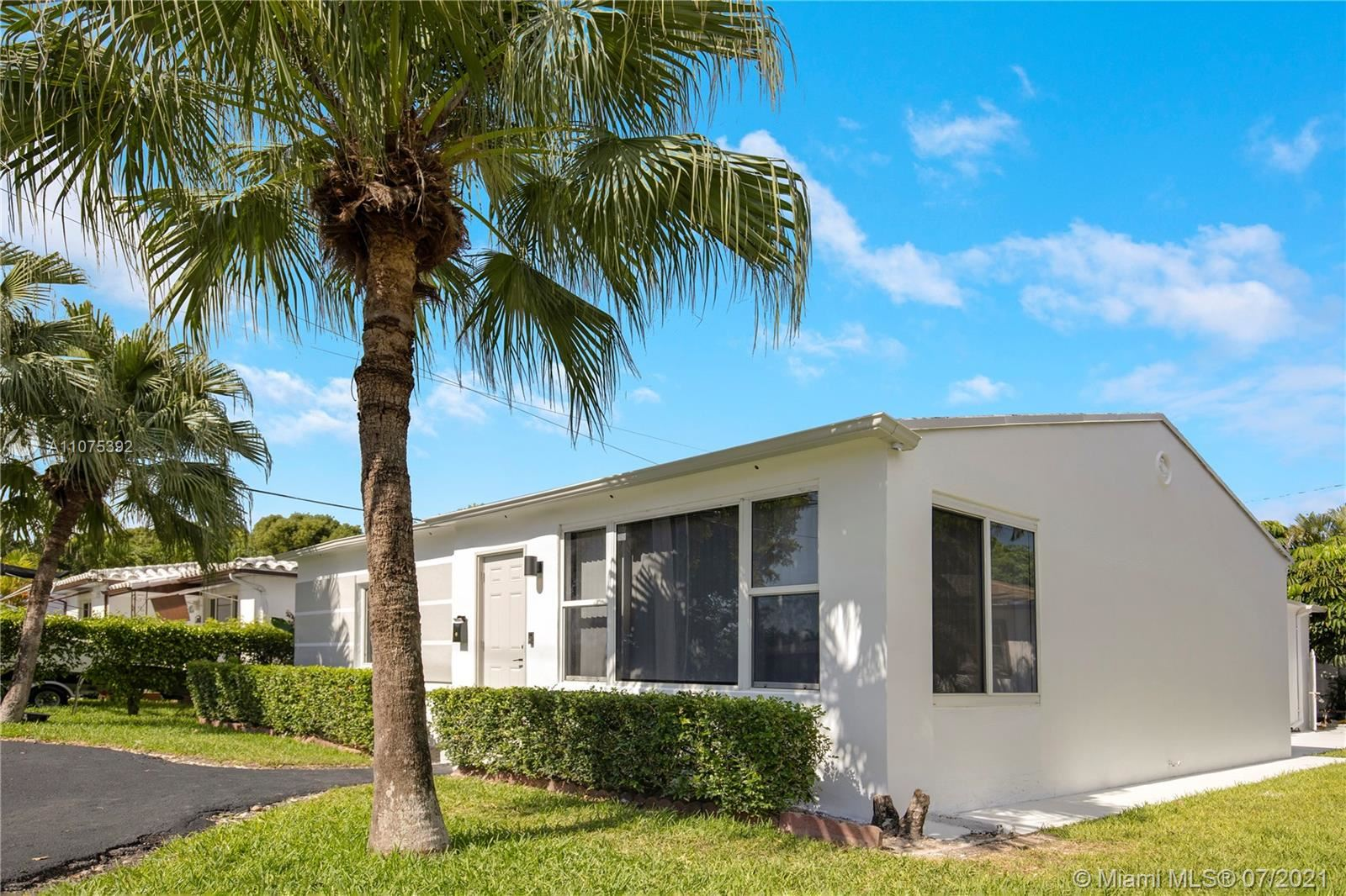 Photo of Hollywood, FL 33020 (MLS # A11075392)