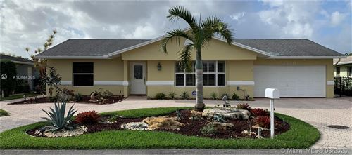 Photo of Listing MLS a10844395 in 7520 SW 42nd Ct Davie FL 33314