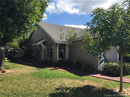 Photo of 900 SW 111th Way, Davie, FL 33324 (MLS # A10838406)