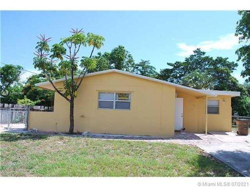 Photo of 521 NE 45th St, Deerfield Beach, FL 33064 (MLS # A11032406)