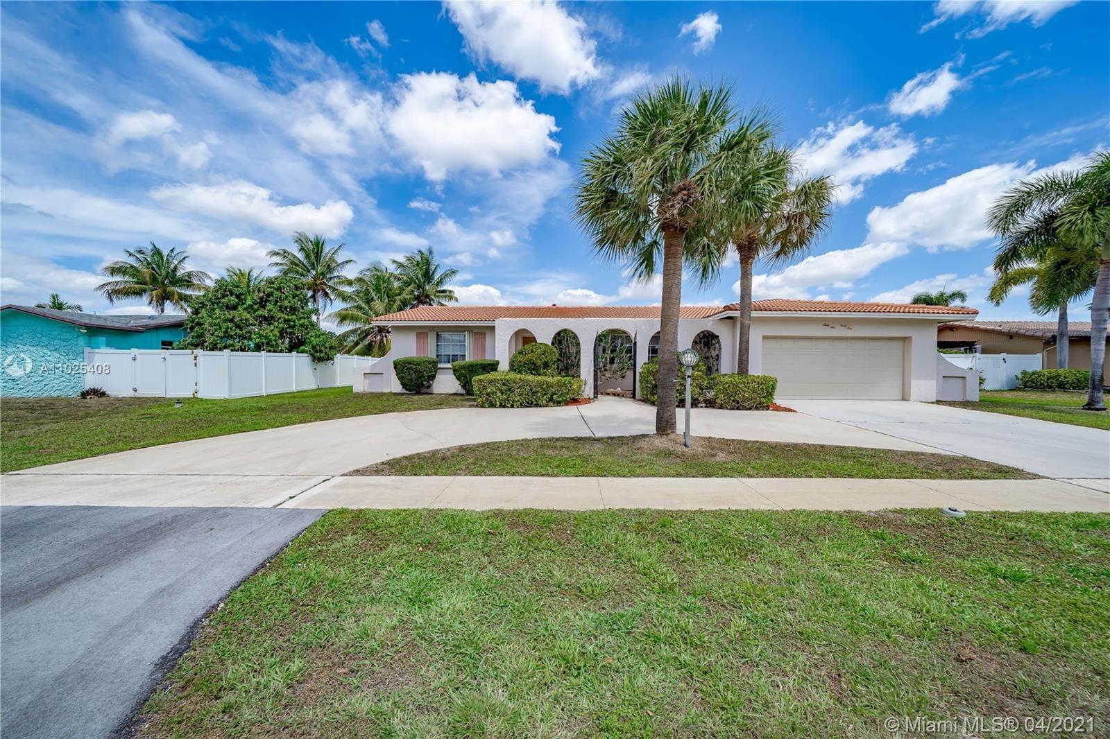 Photo of 6141 SW 15th St, Plantation, FL 33317 (MLS # A11025408)