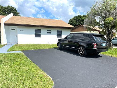 Photo of 5311 SW 140th Pl, Miami, FL 33175 (MLS # A11100409)