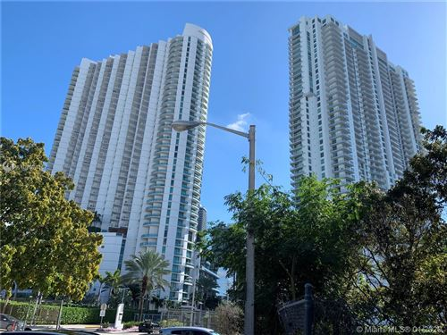 Photo of Listing MLS a10807410 in 90 SW 3rd St #1915 Miami FL 33130
