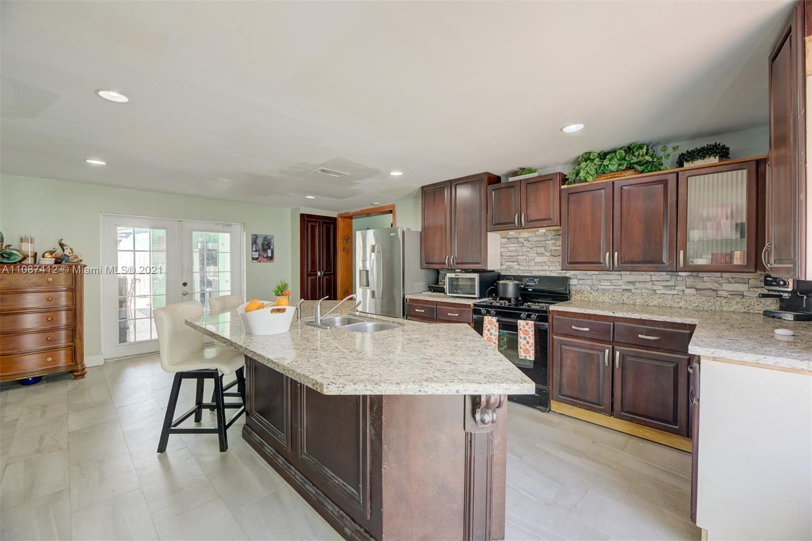 9321 Broad Manor Rd, Miami, FL 33147 - #: A11087412