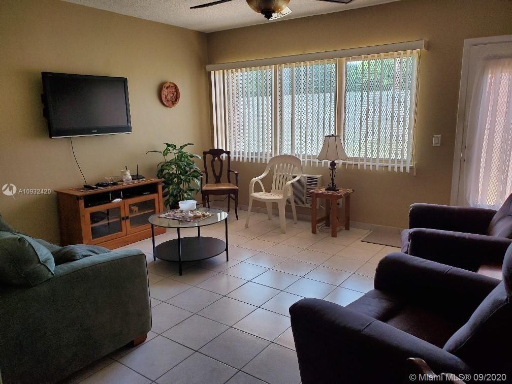 Photo of 1012 SW 11th St #3N, Hallandale Beach, FL 33009 (MLS # A10932420)