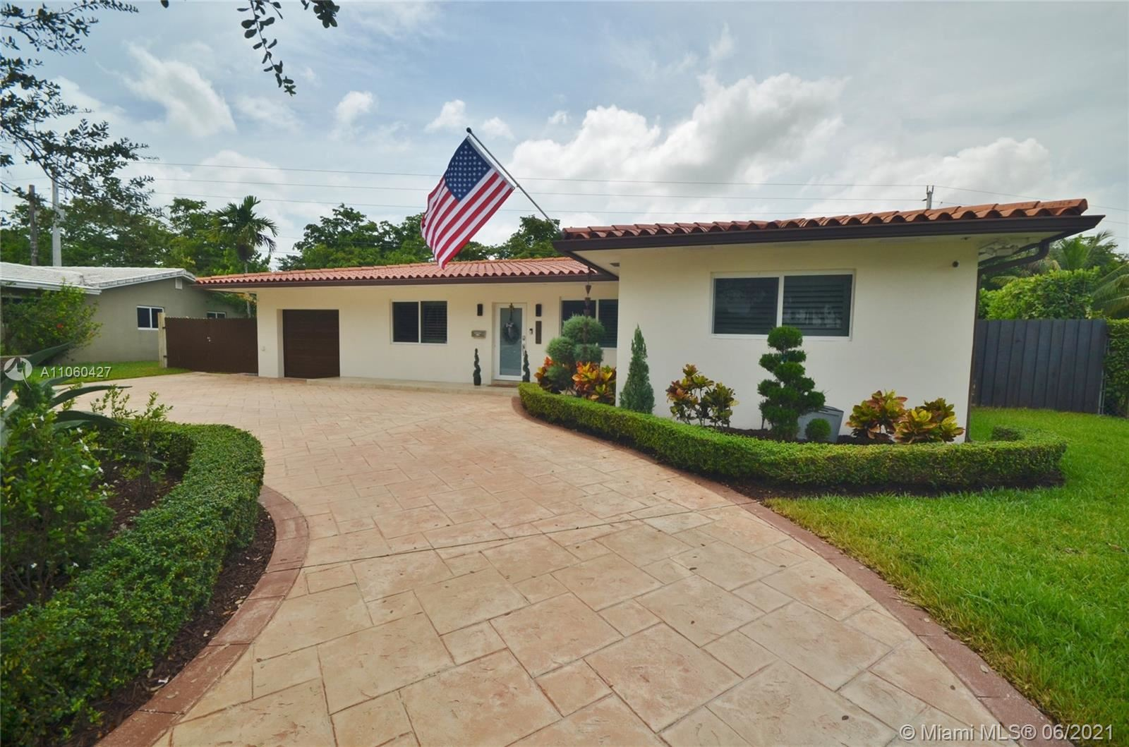 6772 Parkinsonia Dr, Miami Lakes, FL 33014 - #: A11060427