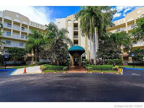 Photo of 10700 NW 66th St #109, Doral, FL 33178 (MLS # A10949438)
