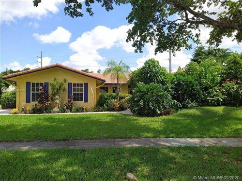 Photo of 840 E Plantation Cir, Plantation, FL 33324 (MLS # A10931439)
