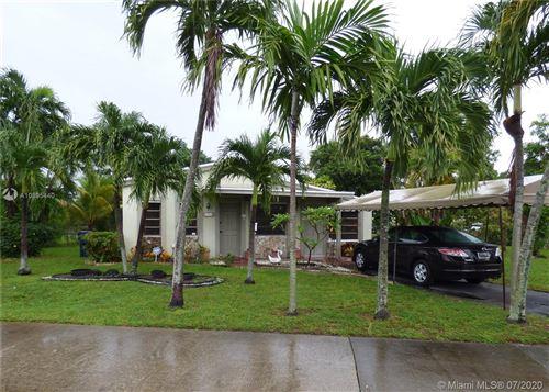 Foto de inmueble con direccion 17801 NE 19th Ave North Miami Beach FL 33162 con MLS A10895440