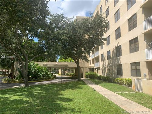 Photo of 901 HILLCREST DR #212, Hollywood, FL 33021 (MLS # A10930440)
