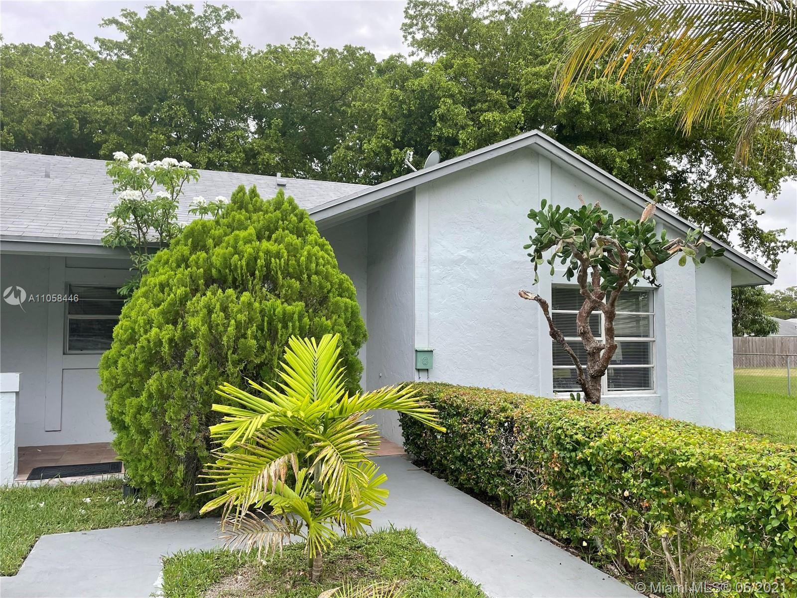 Photo of 6530 SW 59 PL #-, South Miami, FL 33143 (MLS # A11058446)