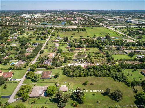 Foto de inmueble con direccion 5050 SW 163rd Ave Southwest Ranches FL 33331 con MLS A10851448