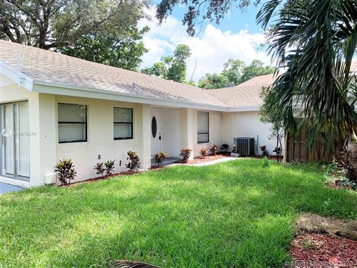 Photo of Listing MLS a10875470 in 74 Dogwood Way Cooper City FL 33026