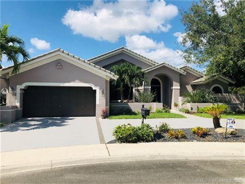 Photo of 1043 Deerpath Ct, Weston, FL 33326 (MLS # A10905471)