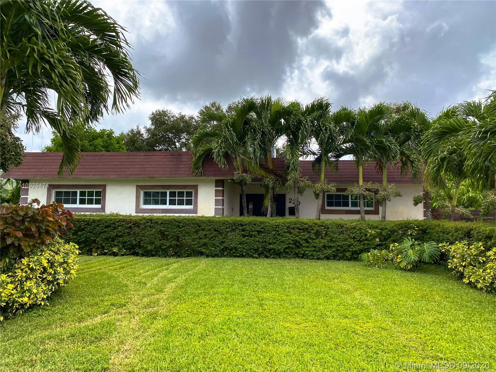 Photo of 220 SW 68th Ave, Pembroke Pines, FL 33023 (MLS # A10928474)
