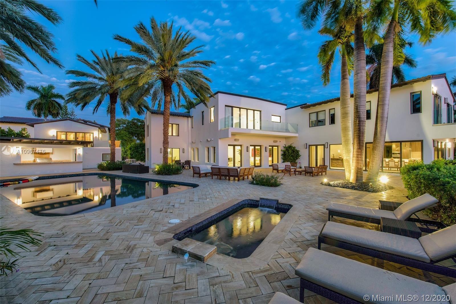 Photo of 2700 N Bay Rd, Miami Beach, FL 33140 (MLS # A10967476)