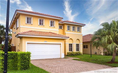 Foto de inmueble con direccion 13844 SW 124th Ave Rd Miami FL 33186 con MLS A10916485