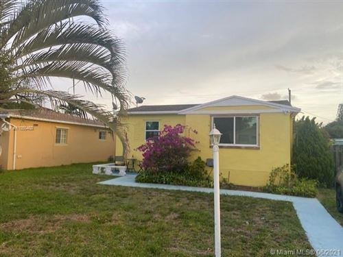 Photo of Hollywood, FL 33020 (MLS # A11050488)