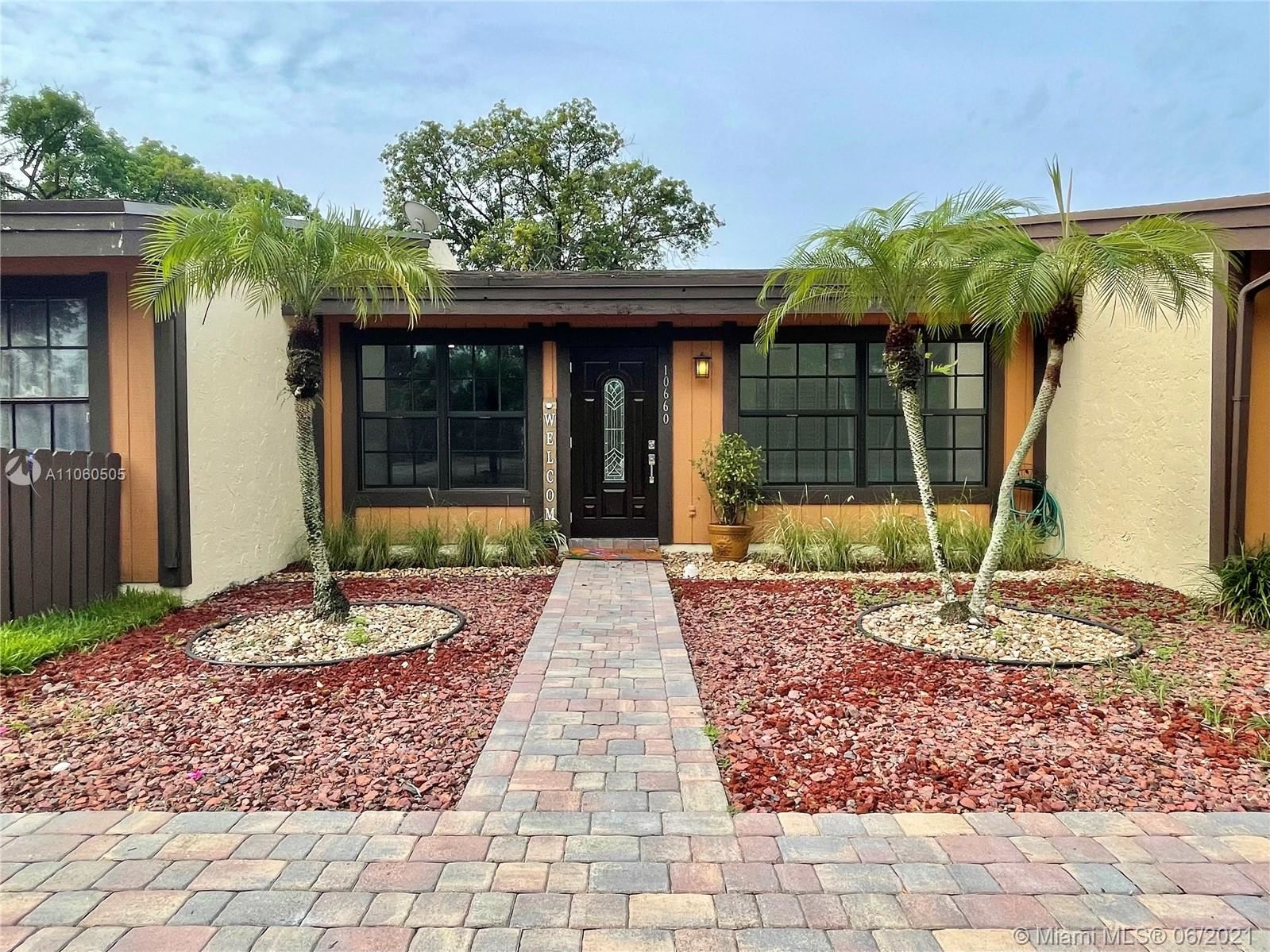 10660 Cherry Ave, Pembroke Pines, FL 33026 - #: A11060505