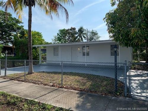 Foto de inmueble con direccion 3741 SW 48th Ave West Park FL 33023 con MLS A10854508