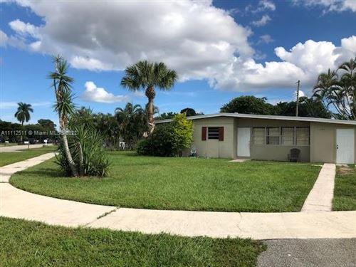 Photo of 11868 Balsam Dr, Royal Palm Beach, FL 33411 (MLS # A11112511)