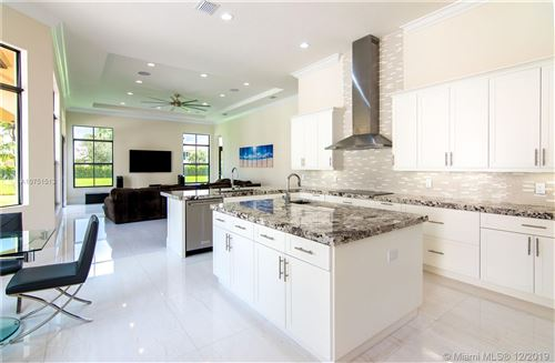 Photo of Listing MLS a10751513 in 10501 N Camelot Cir Davie FL 33328