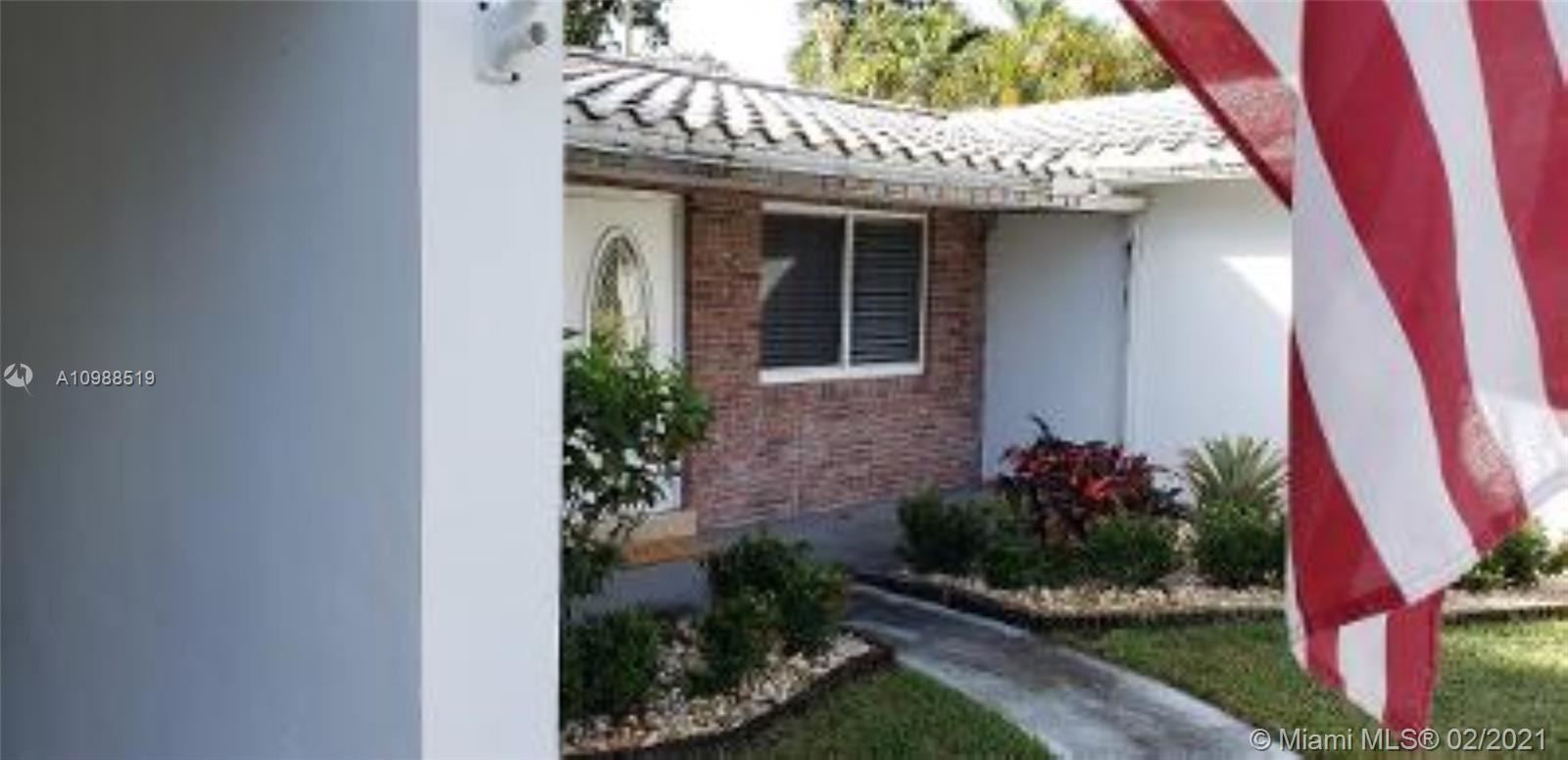Photo of 600 NW 22nd Ct, Wilton Manors, FL 33311 (MLS # A10988519)
