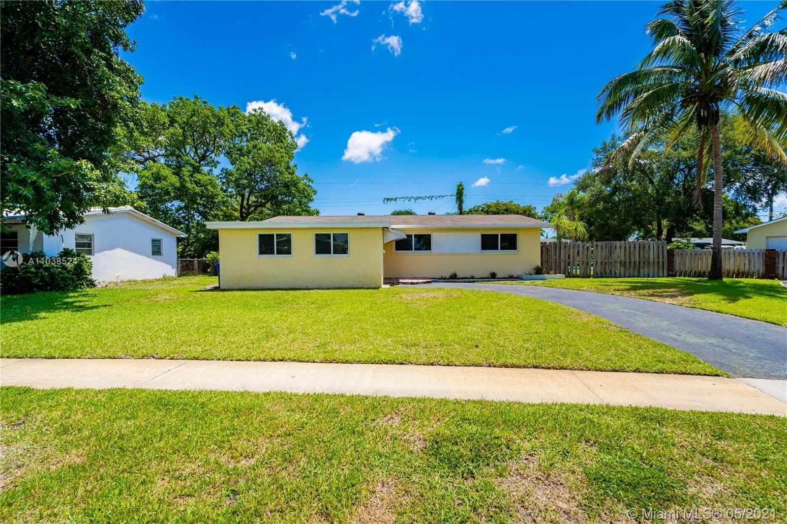 Photo of 321 SW 68th Ter, Pembroke Pines, FL 33023 (MLS # A11038524)