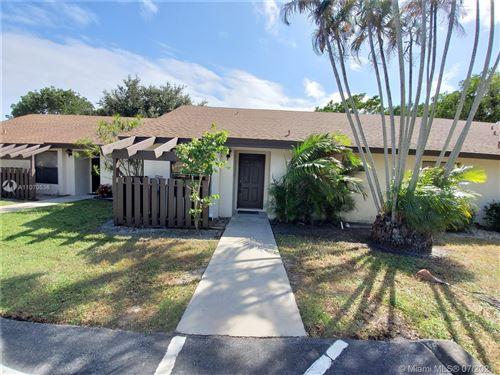 Photo of 102 Via De Casas Norte #102, Boynton Beach, FL 33426 (MLS # A11070536)