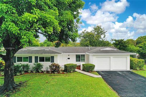 Photo of 11700 SW 99 Court, Miami, FL 33176 (MLS # A10870539)