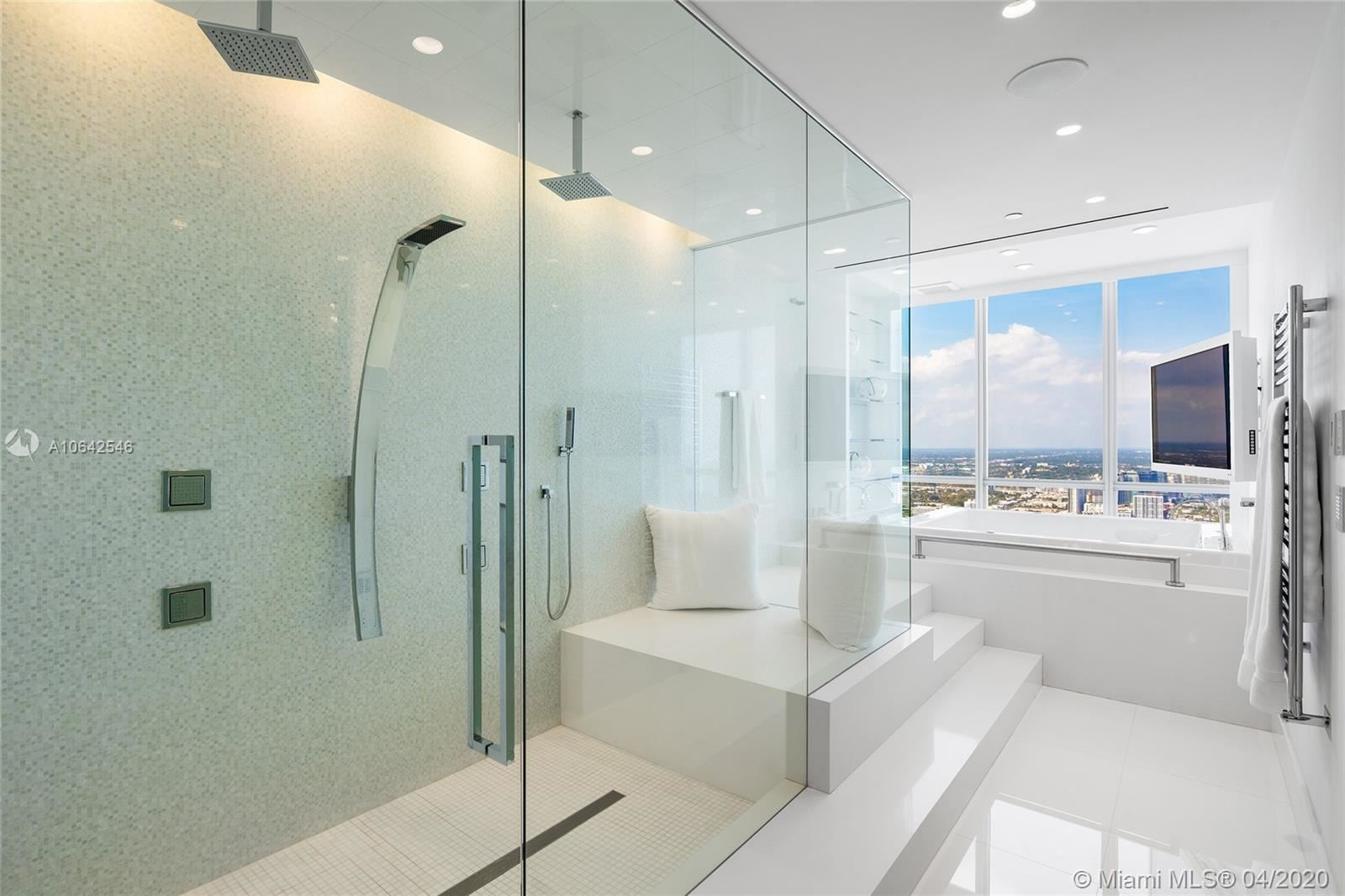 Photo 26 of Listing MLS a10642546 in 1100 Biscayne Blvd #6401 Miami FL 33132