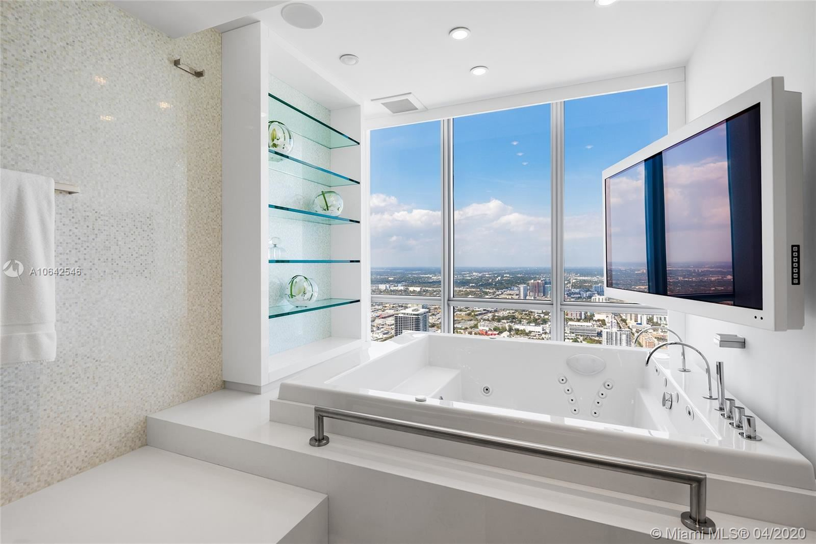 Photo 27 of Listing MLS a10642546 in 1100 Biscayne Blvd #6401 Miami FL 33132