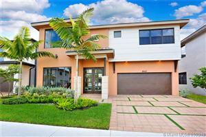 Foto de inmueble con direccion 8842 NW 154 TERR Miami Lakes FL 33018 con MLS A10411552