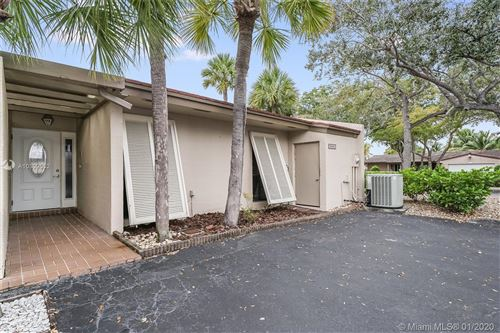 Photo of Listing MLS a10809552 in 8360 Dundee Ter #8360 Miami Lakes FL 33016