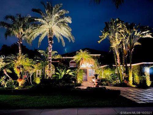 Photo of 450 Sabal Way, Weston, FL 33326 (MLS # A11097556)