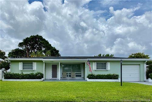Photo of 6780 SW 11th St, Pembroke Pines, FL 33023 (MLS # A10864559)